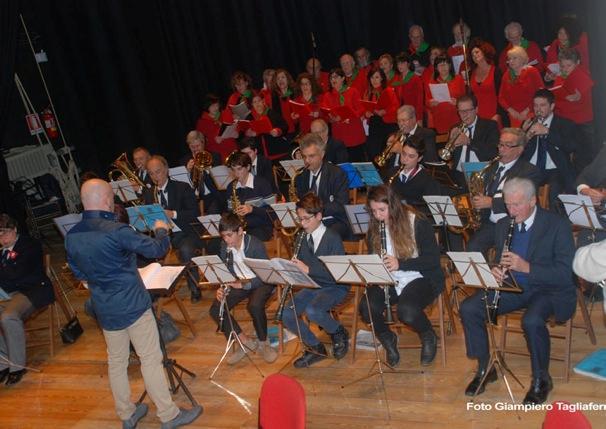 9-01-16 Omaggio a Pietro Gori. Filarmonica Comunale e coro ANPI.Direttore M. Gianluca Tagliaferri